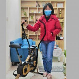 """""""Mùa dịch như này, tập tại nhà là an toàn và yên tâm nhất. Vì vậy tôi đặt mua xe đạp tập của AGURI để cho cả nhà cùng tập luyện thư giãn, khỏi phải đi xa."""""""